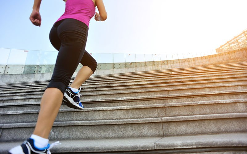 Tricks to use when climbing stairs to lose belly fat