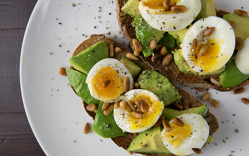 Weight Loss Benefits of Eating Whole Eggs for Breakfast